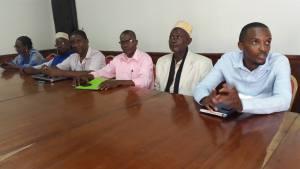 des représentants du mouvement Maji na Mwendje (eau et électricité) lors de la réunion de ce 5 novembre
